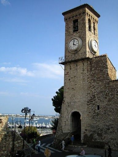 Часовенка с видом на порт