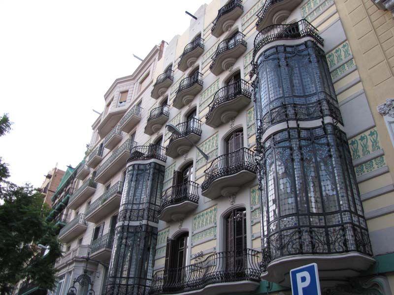 Каждый дом и каждый балкон неповторимы
