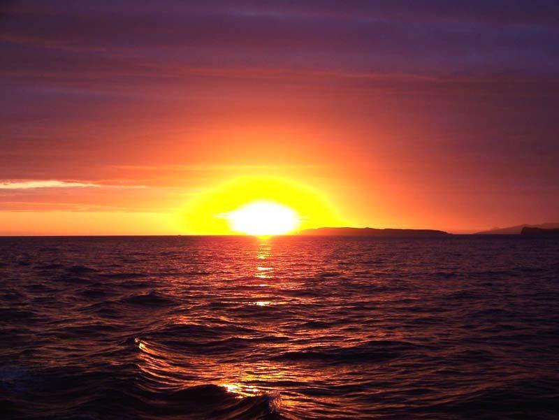 Закат... Тихий океан остаётся позади