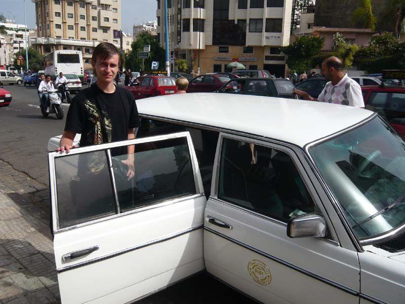 Такси у площади Мечети Хасана II