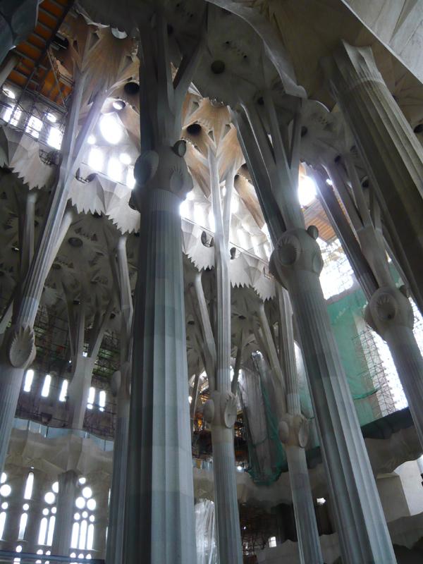 Футуристические ветвящиеся колонны